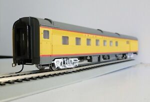 WALTHERS 85' Budd Baggage Dormitory Union Pacific 932-6474 UP NEW