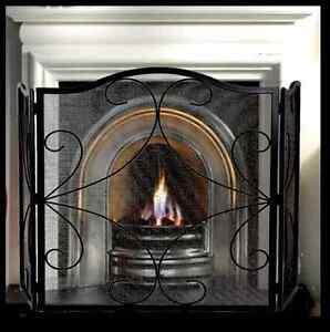 FIRE SCREEN / GUARD SHIELD / FIRESCREEN /BLACK IRON 3 PANEL FIREPLACE Sherbrooke