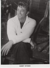 """ROBERT MITCHUM (Pressefoto `57) - in """"DER SEEMANN UND DIE NONNE"""""""