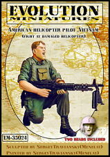 Evolution 1/35 American Helicopter Pilot, Vietnam (Fight at Damaged Helicopter)