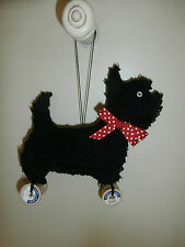 PUNCH NEEDLE &WOOL SCOTTISH TERRIER~SCOTTIE DOG w/VINTAGE WOODEN SPOOLS ORNAMENT