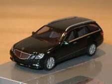 Busch Mercedes E-KLasse T-Modell CMD, du-gruen-met., 44257 - 1:87