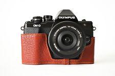 Genuine vera pelle mezza MacChina Fotografica Borsa Custodia Copertura Per Olympus OM-D Marrone em10 II