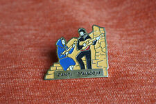 09979 PIN'S PINS CORSE CORSICA MUSIQUE CANTI D'AIACCIU AJACCIO MUSIC GUITARE