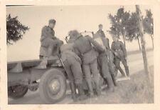 Soldaten beim Tanken in Lille Frankreich