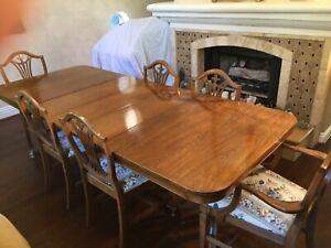 Beautiful Mahogany Antique Dining Room set