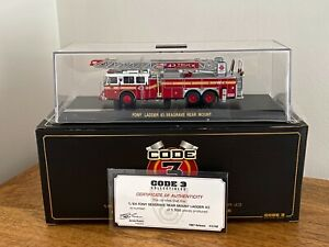 Code 3 - FDNY - Seagrave Ladder 43 Fire Engine