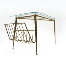 Tavolino triangolare in ottone e vetro con portariviste anni '50