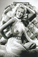 WW II  Usa  Photo --       Pin  Up  Girl   -    # 2301.....