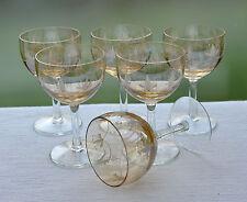 6 antike Weingläser mit lüstrierter Kuppa und stilisiertem floralem Dekor