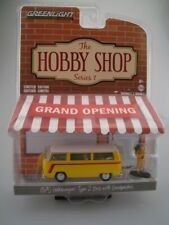 1975 VW Type 2 Bus with Backpacker  HOBBY SHOP  Greenlight 1:64  OVP  NEU