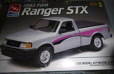 AMT 1993 FORD RANGER STX 1/25 MODEL CAR MOUNTAIN KIT 6953 fs