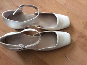 Ladies Size 5 Cream Block Heel Wedding Shoes