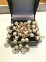 VINTAGE GOLD TONE Clear Coloured RHINESTONE & Faux Pearls BROOCH