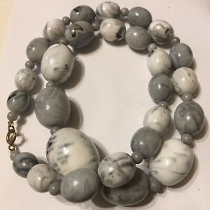 """Grey White Chunky Graduated Bead Necklace Approx 22"""""""