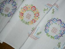 Alte  tolle Frühlingsdecke  Tischdecke 145 / 135 cm   Handarbeit  Shabby Chic