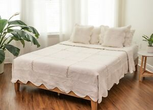 DaDa Bedding Bohemian Ivory White Cotton Floral Scalloped Quilted Bedspread Set