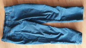 Womans cropped jeans size 14