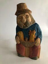 """Scultura in legno rustica dipinta """"uomo con la cesta e gallina"""""""