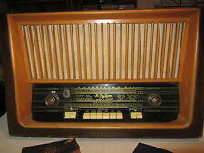 NICE  RARE GERMAN TELEFUNKEN VERDI RADIO