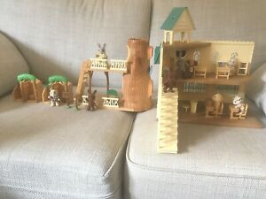 Sylvanian Families Berry Grove School & Treehouse Bundle & Figure/accessories
