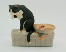 """Schmid Lowell Davis """"Company's Coming, Cat eats the Pie """" Hand Painted Figurine"""