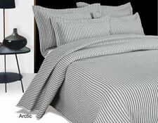 Couvre-lit gris en polyester