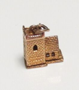 BEAUTIFUL VINTAGE 9ct YELLOW GOLD WEDDING COUPLE IN A CHURCH OPENING CHARM, 3.3g
