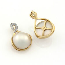 9ct Yellow Gold & Rhodium Plated White Freshwater Pearl & Diamond Pendant.
