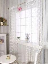 Rideaux et cantonnières blanc prêt à l'emploi pour la salle de bain