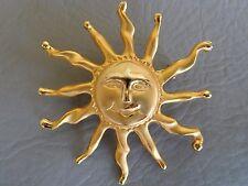BROCHE ANCIENNE PLAQUE DORE SOLEIL VISAGE RIEUR SUN HAPPY FACE PIN BROOCH 5 cm