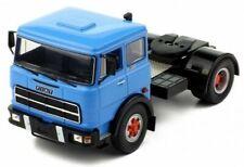 Camions miniatures bleus Fiat