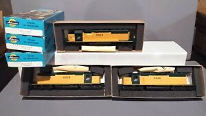 3 Athearn C&NW Chicago And North Western SD40-2 Powered And 2 Unpowered.
