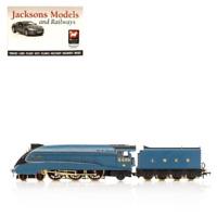 Hornby R3612 LNER A4 Class 4-6-2 4468 Mallard Anniversary Pack OO Gauge