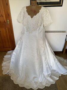 Vintage Alfred Angelo Ivory Wedding Dress Size 26 gorgeous button, diamanté