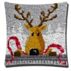 """Latch Hook Complete Cushion Cover Kit""""Reindeer""""43x43cm"""