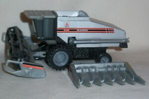 1/64 Gleaner R52 Combine with 6 Row Corn and Grain Heads