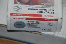 HONEYWELL T8700A1009 ELEKTRONISCHES RAUMTHERMOSTAT TAG NACHT PROGRAMM 1998-2003