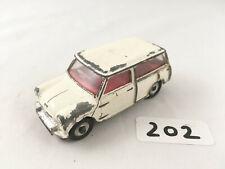 NICE DINKY TOYS # 197 MORRIS MINI TRAVELLER DIECAST MODEL CAR CREAM 1960-70