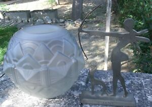 globe ancien boule en verre  art deco - statue Diane chasseresse  en alu -