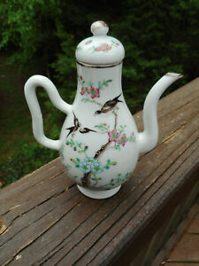 "EXQUISITE SMALL 6 1/2 "" VINTAGE HANDPAINTED PORCELAIN CHINESE OR JAPANESE TEAPOT"