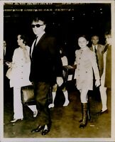 GA17 1968 Original Photo RICHARD BURTON ELIZABETH TAYLOR Daughter KATE Family
