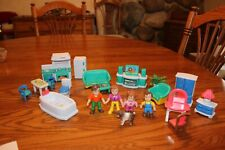 Keenway doll house family figures furniture kitchen bathroom tv plant  dog lot