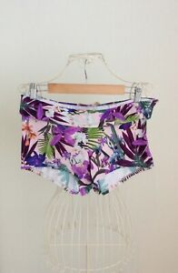 ladies floral print shorts style bikini bottoms size L good condition