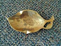 "Vintage Brass leaf Shaped Ashtray "" GREAT COLLECTIBLE ITEM """
