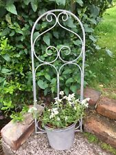 Scroll Garden Wall Planter Plant Pot - Rustic Metal Trellis Decoration Feature