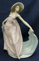 Lladro girl dancing SPRING DANCE model 5662 made 1990-2000