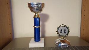 Pokal | Schachpokal mit Deckel | blau mit Kranz, silber ohne Gravur