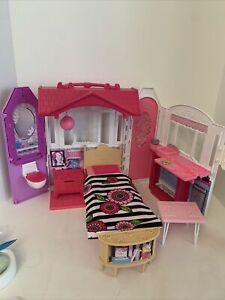 2014 Mattel Barbie Glam Getaway Fold N' Go Doll House With Accessories