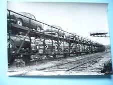 PHOTO ANNÉES 1950  RENAULT DANS LE MONDE TRANSPORT DE FREGATES PAR CHEMIN DE FER